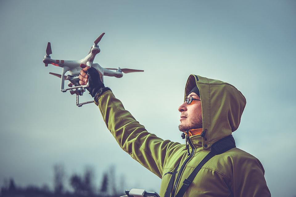 dlaczego dron ucieka